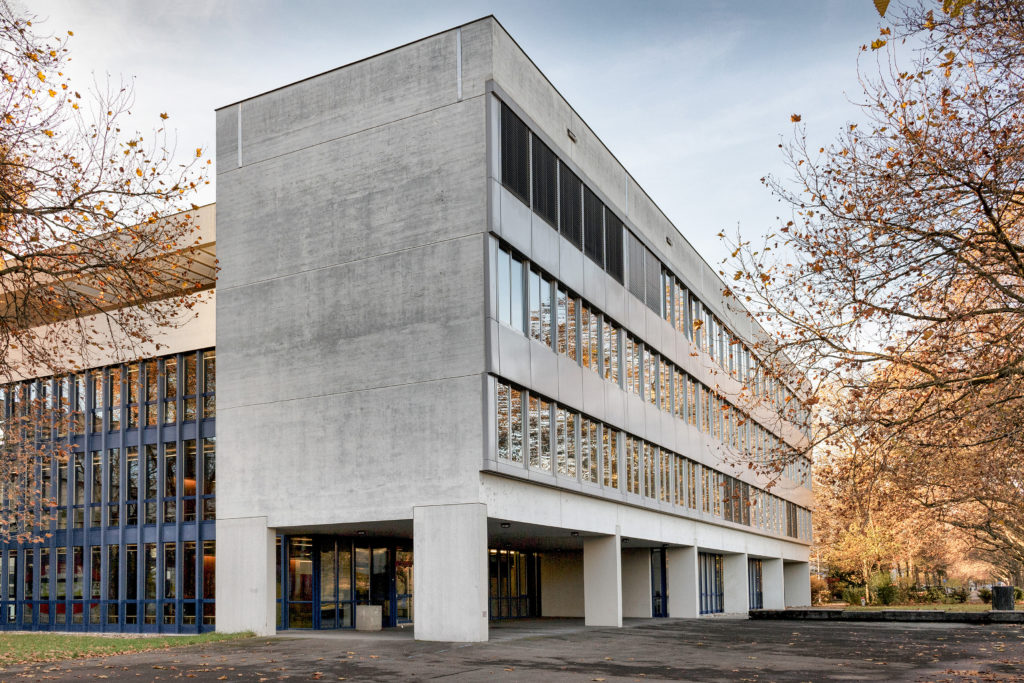 Kantonsschule Alpenquai - Ansicht Südost - Griot Wandeler, ARGE Eggstein Anselm - 1967 - Luzern