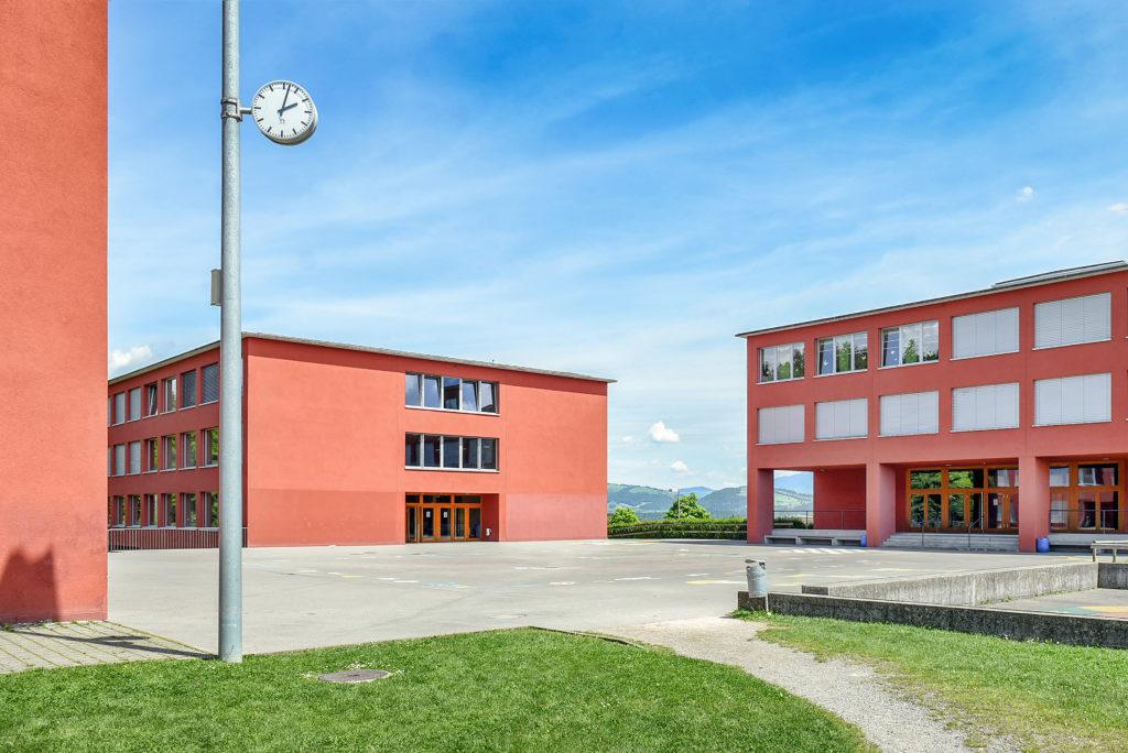 Schulhaus Erlen - Ansicht West - Architekturbüro Kretz, Aschwanden Schürer Architekten AG - 1999 - Emmenbrücke