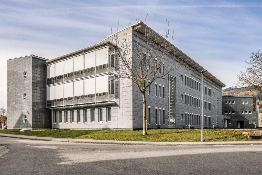 Verwaltungsgebäude Hostett - Ansicht Nordost - Mennel Architekten AG - 1990 - Sarnen