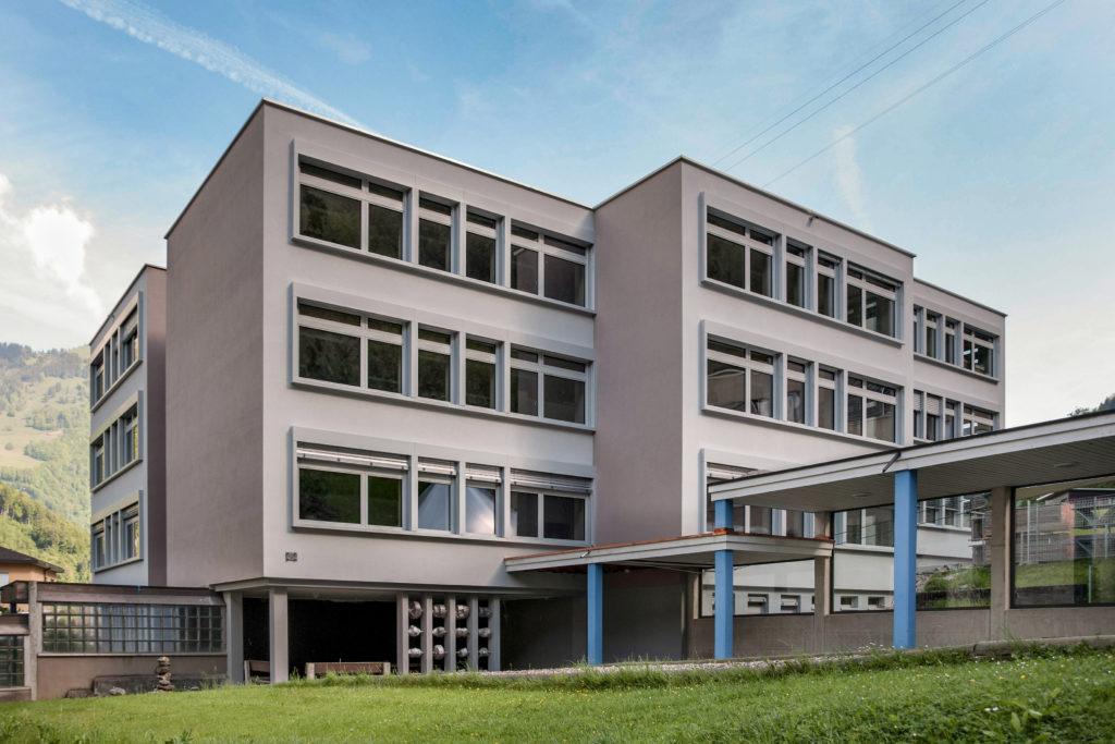 Schulhaus Zälgli - Ansicht Süd - Niederberger, Hugo - 1974 - Wolfenschiessen