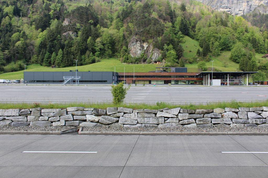Schwerverkehrszentrum Uri - Ansicht Ost - CAS Chappuis Aregger Solèr AG - 2009 - Erstfeld