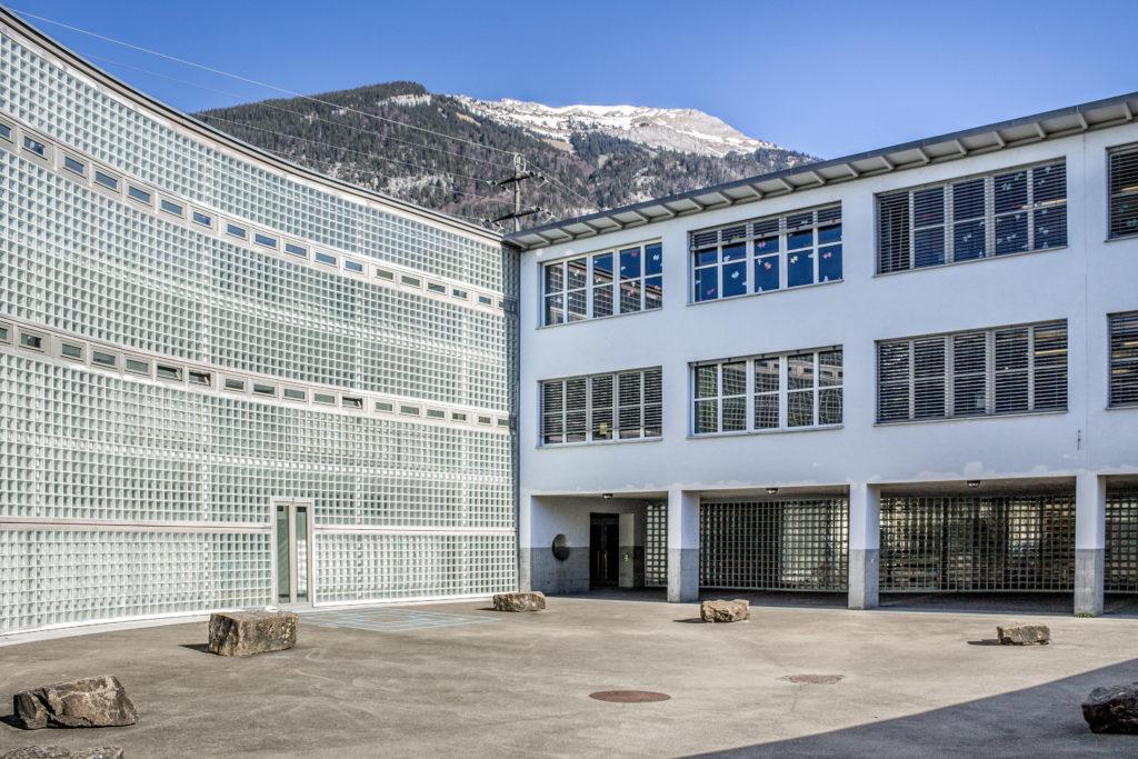 Schulhauserweiterung - Ansicht Südost - Raeber Sieber - 1991 - Alpnach