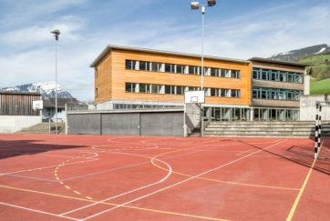 Oberstufenschulhaus Halti - Ansicht Südost - Gübelin Rigert - 1995 - Steinen