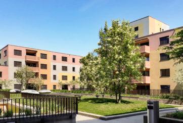 Zentrum Staldenbach - Ansicht Südwest (Staldenbach 11, 13) - 720° Architekten, Grab Architekten - 2013 - Pfäffikon
