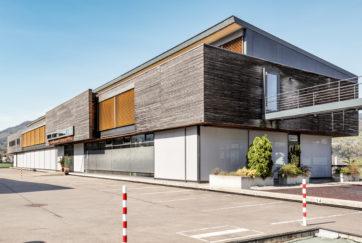 Schul- und Gemeindeanlage - Ansicht Süd - Müller Osman Architekten - 1998 - Lauerz