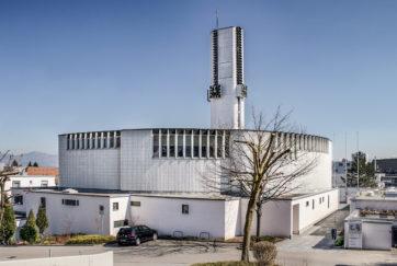 Pfarrkirche St. Meinrad - Ansicht Südwest - Moser, Walter - 1968 - Pfäffikon
