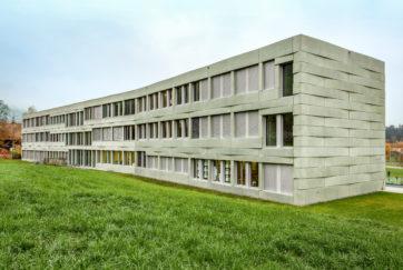 Schulanlage Oberfeld - Ansicht Nordost - D. Jüngling A. Hagmann Architekten - 2006 - Root