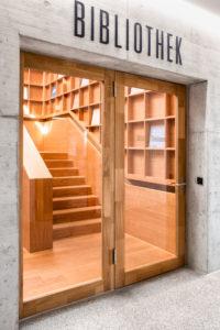 6312.05e_gemeindesaal_steinhausen_bibliothek