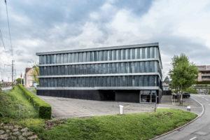 8832.02b_gemeindehaus Und Raiffeisenbank