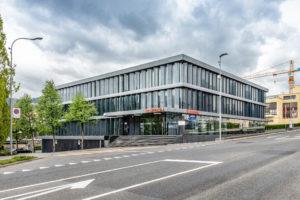 8832.02d_gemeindehaus Und Raiffeisenbank